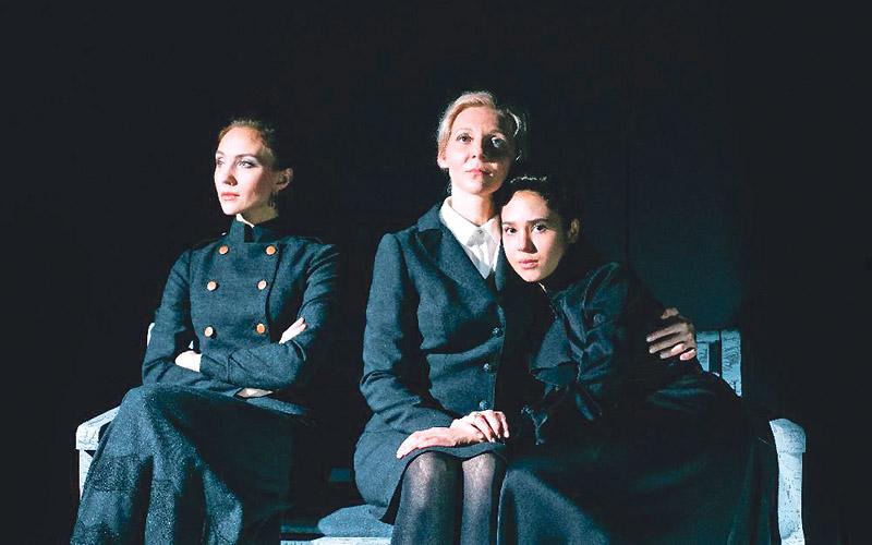 ТОП-5 спектаклей новосибирских театров, которые надо обязательно посмотреть.
