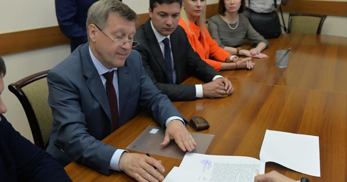 Анатолий Локоть подал документы в избирком Новосибирска