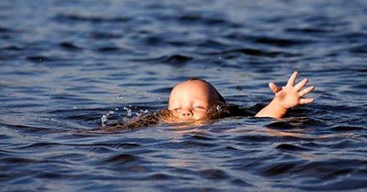 Девочка утонула на руках у отца в Новосибирской области
