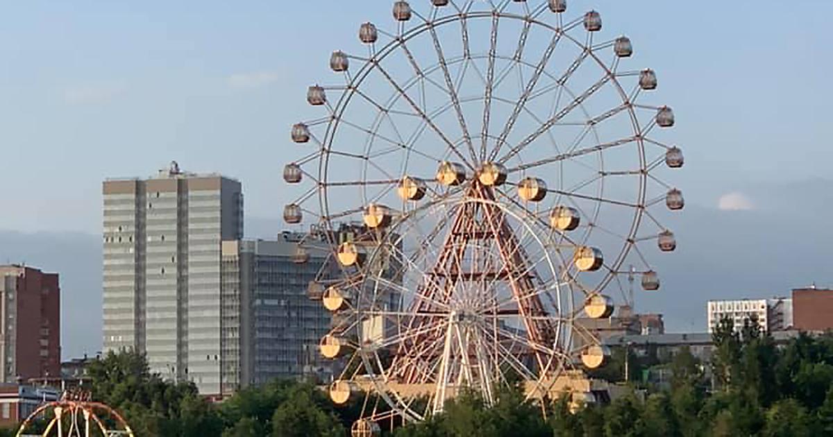 В Новосибирске закончили монтаж нового колеса обозрения на набережной