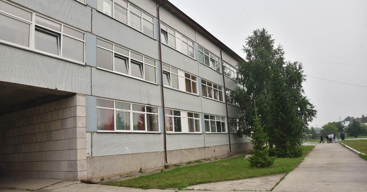 Губернатор поручил ускорить ремонт аварийных помещений школы в Коченёвском районе