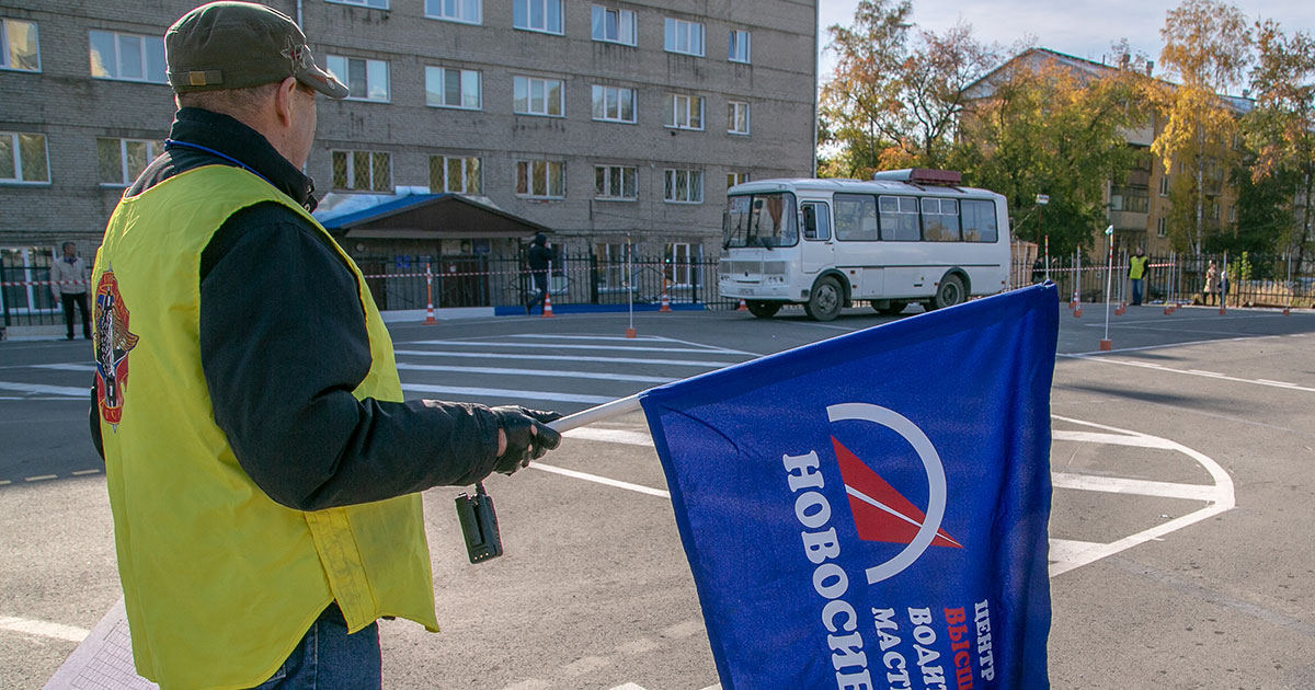 Лучшие водители Новосибирской области посоревновались в фигурном вождении
