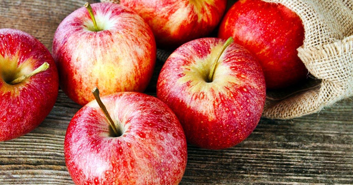 Мать пыталась откупиться от детей яблоками в Новосибирской области