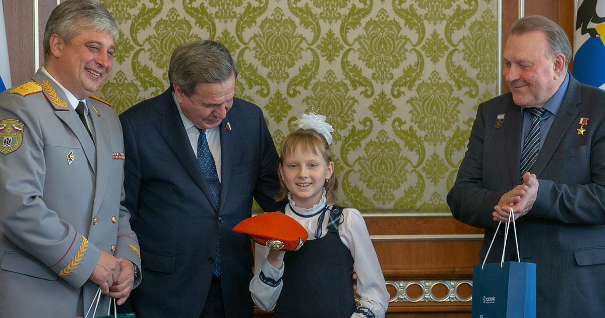 Они спасли людей: детей-героев наградили в Новосибирске