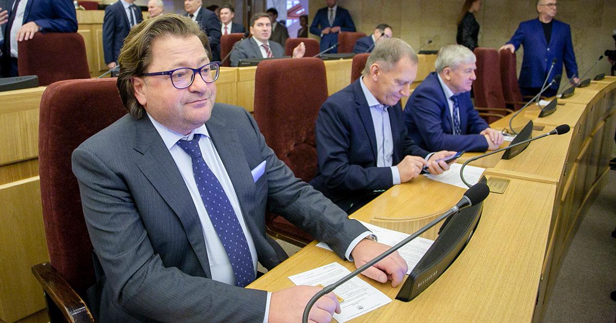 Во фракции «Единой России» в заксобрании — новый депутат