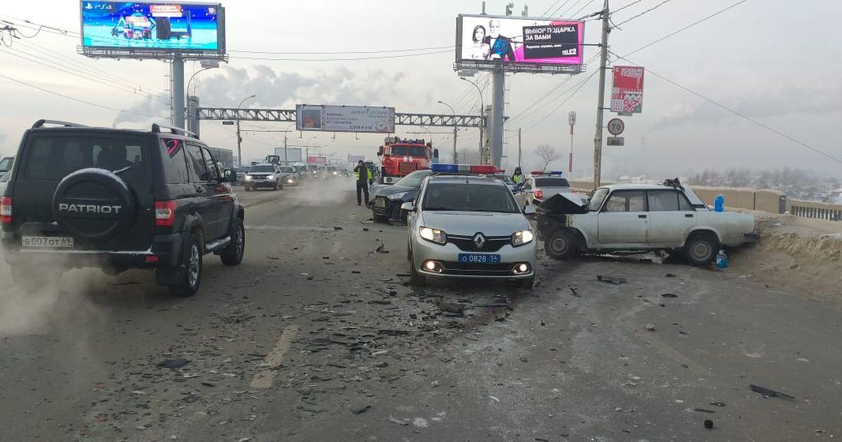 Смертельное ДТП произошло на Димитровском мосту в Новосибирске