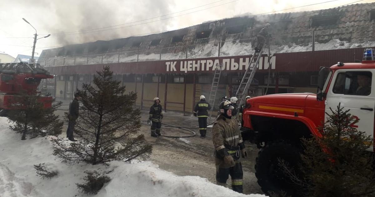 Мужчина погиб в пожаре на центральном рынке в Искитиме