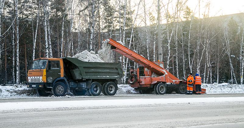 Более 110 тысяч кубометров снега вывезено с улиц Новосибирска за новогодние выходные