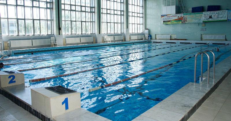 Мальчик из Новосибирска мечтает заняться плаванием, но страшный диагноз ему этого не позволяет