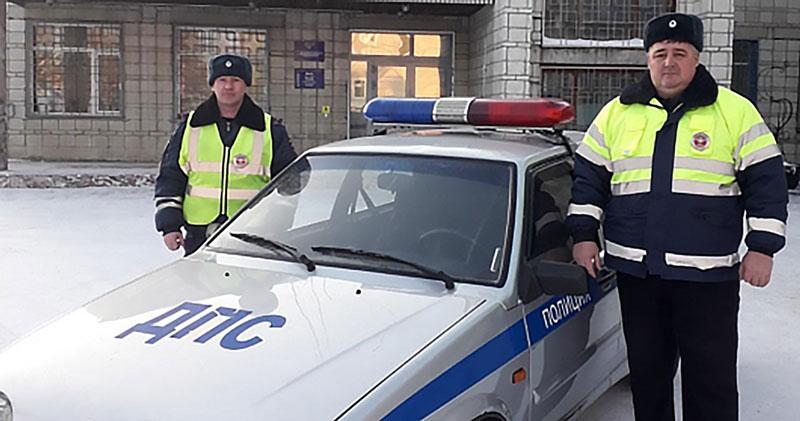 Автоинспекторы помогли посадить вертолёт в Новосибирской области