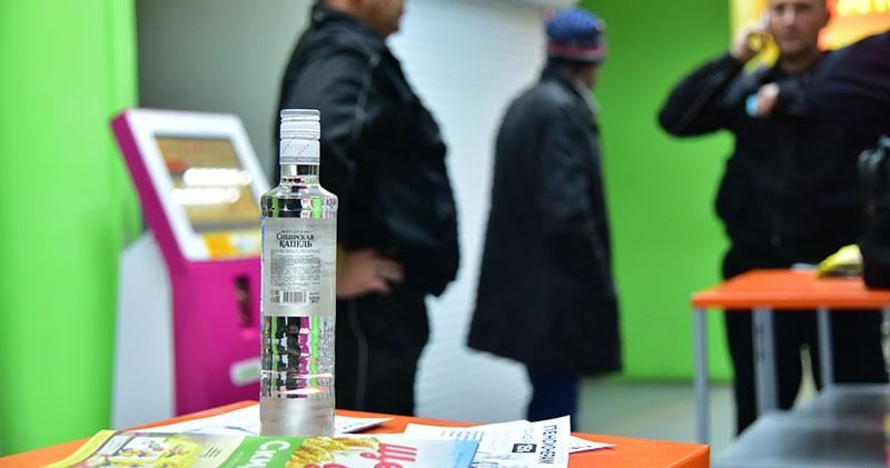 В Новосибирске цыгане устроили застолье с водкой и селёдкой прямо в супермаркете