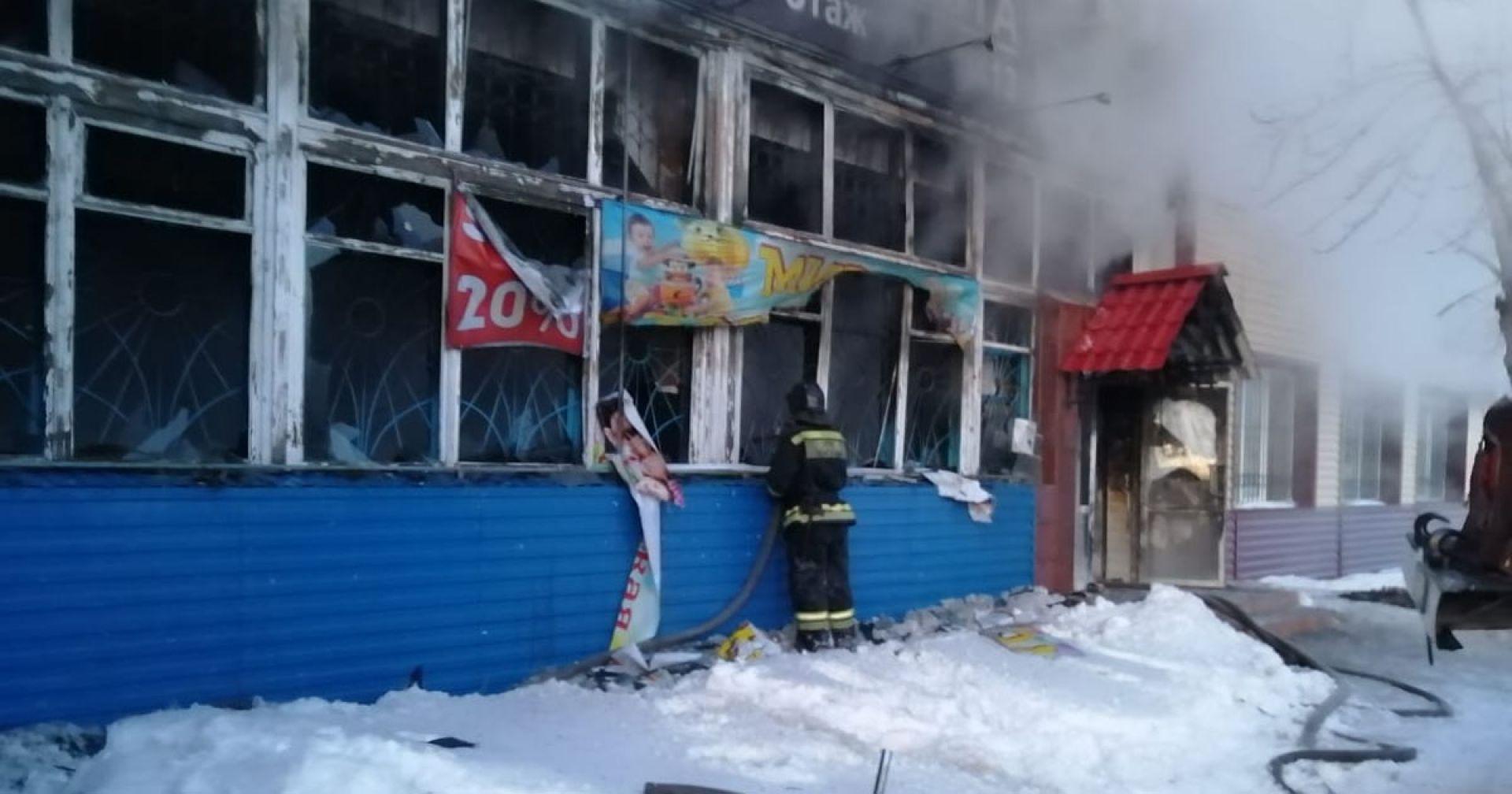 Прокуратура проводит проверку в связи с пожаром в торговом центре Татарска
