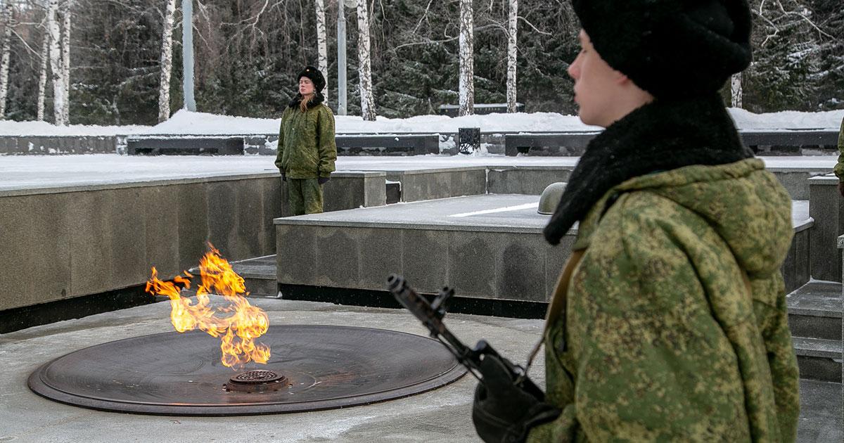 Пост №1 зовёт новосибирцев, когда-то стоявших в карауле у Вечного огня, ещё раз сделать это с 1 по 9 мая