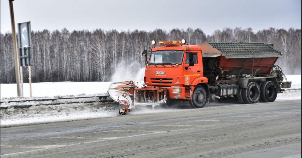 На борьбу с обильным снегопадом на областные трассы вышло свыше 1 000 единиц техники