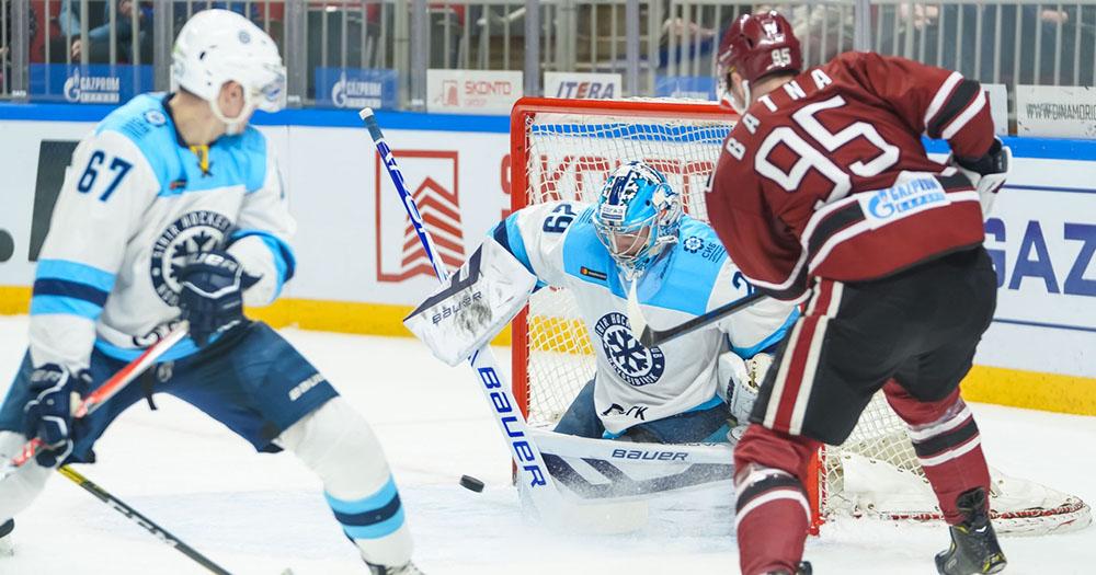 Хоккейная «Сибирь» одержала победу в Риге