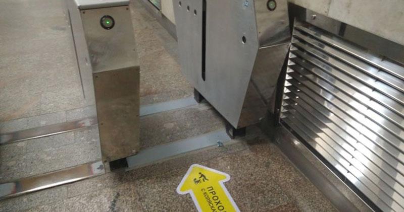 Для мам с колясками в новосибирском метро расширяют турникеты
