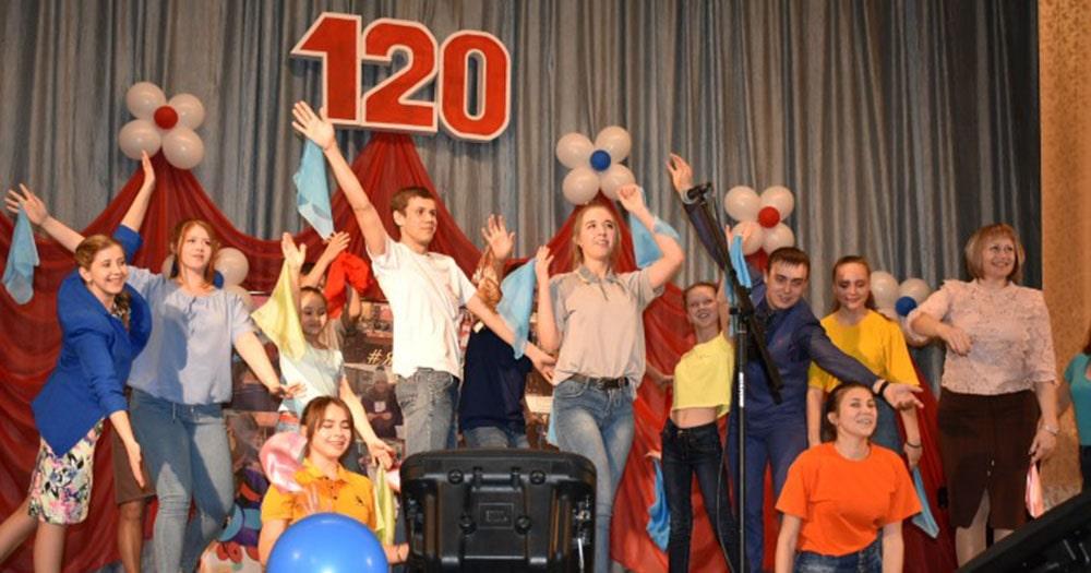 Старейшая школа Новосибирской области отметила 120-летний юбилей