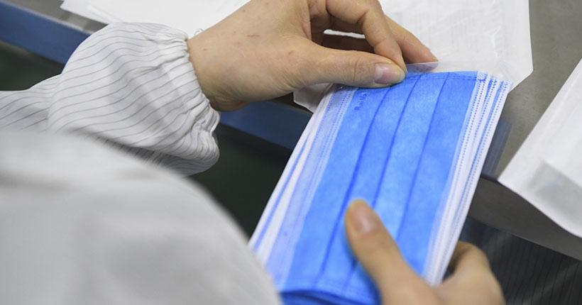 В минздраве НСО прокомментировали дефицит медицинских масок в аптеках