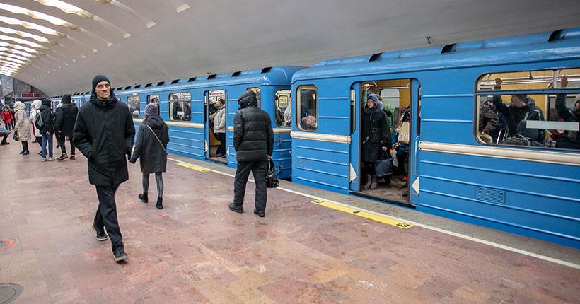 Сибирячку возмутили «уставшие» мужчины в новосибирском метро