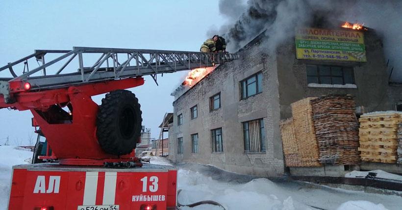 Крупный пожар на пилораме произошёл в Новосибирской области