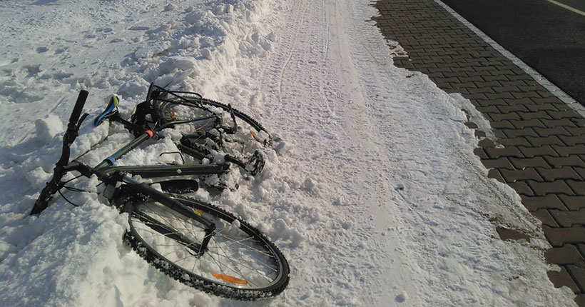 Под Новосибирском полицейские задержали подозрительного велосипедиста