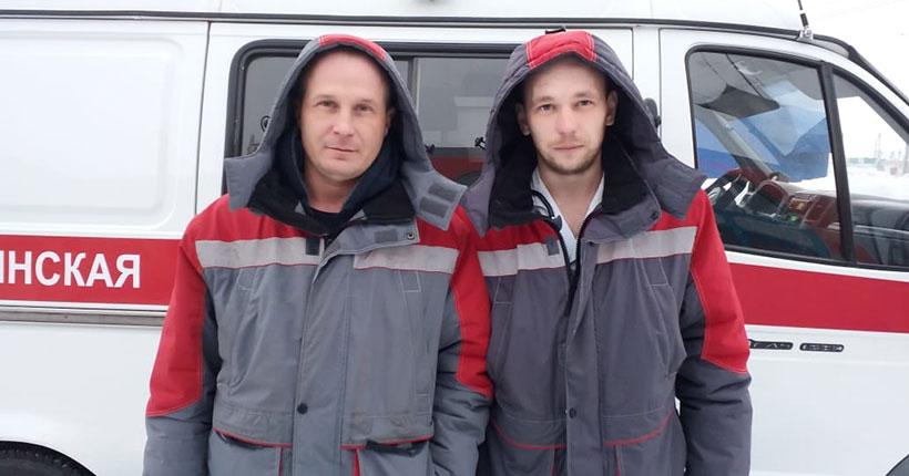 Водитель и фельдшер скорой помощи спасли людей на пожаре в Новосибирской области
