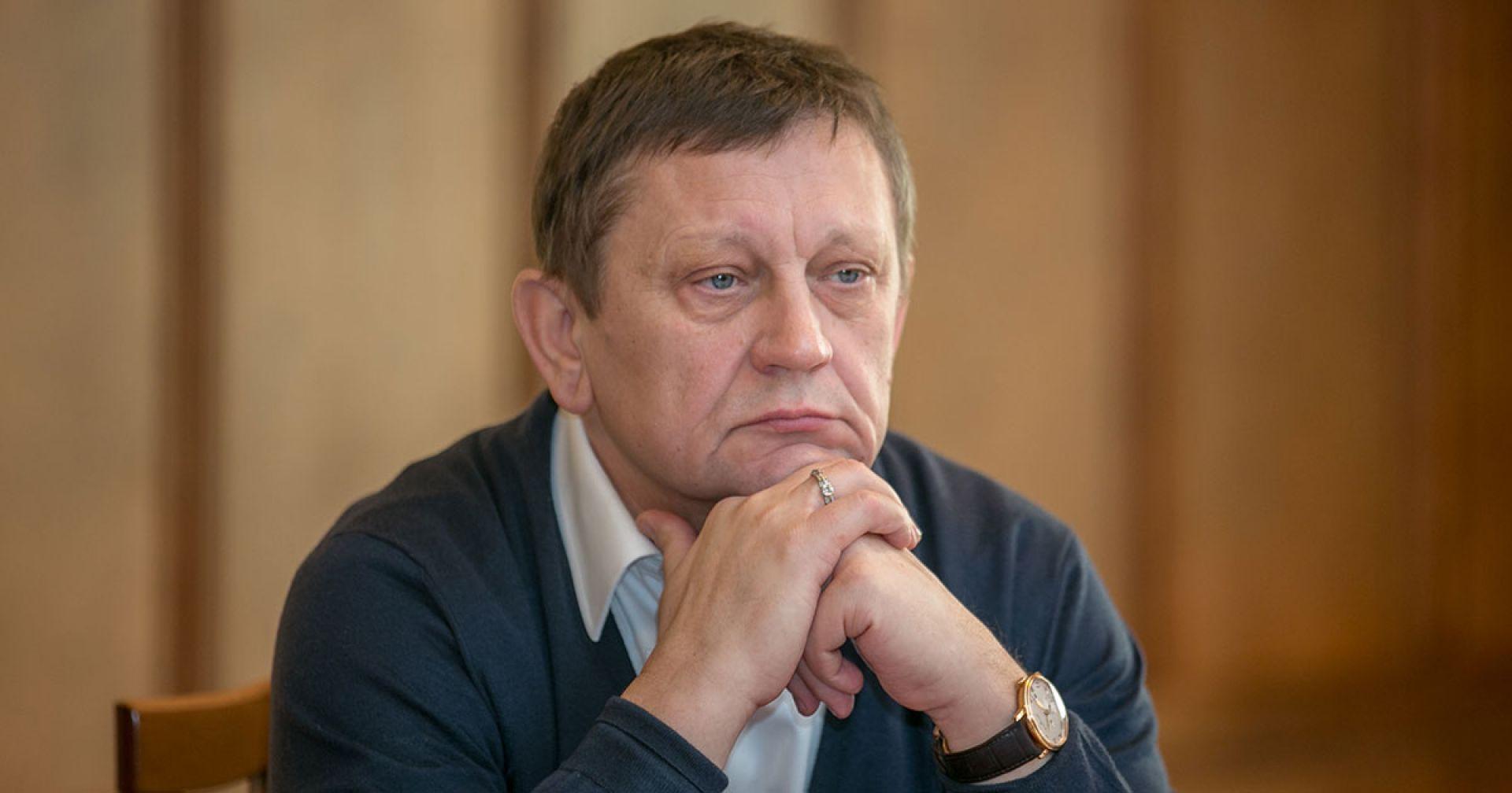 Экс-директору клиники Мешалкина и его жене продлили домашний арест