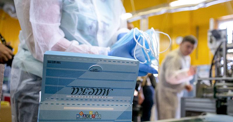 Выпуск тканевых масок запущен в Новосибирской области: скоро они появятся в аптеках