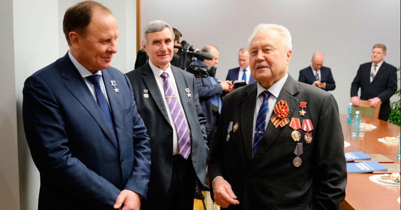 Герои Советского Союза и России побывали на встрече с губернатором Андреем Травниковым