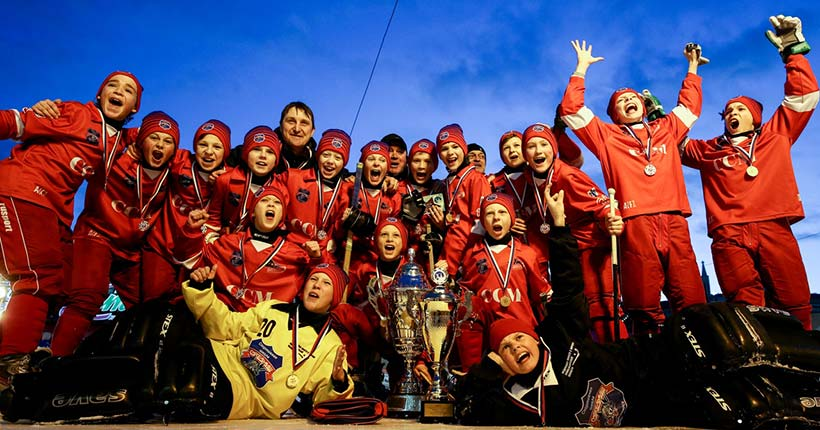 Юные мастера русского хоккея из Новосибирска стали лучшими на Красной площади