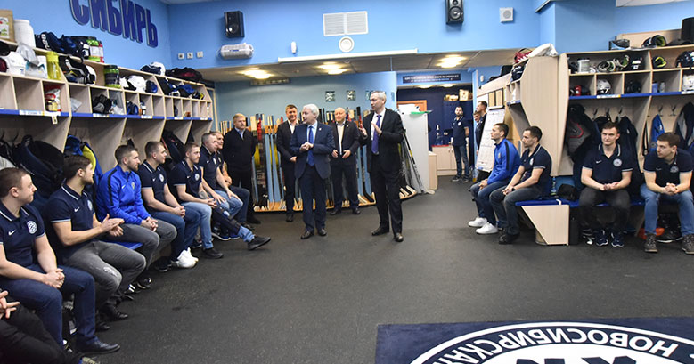 Губернатор дал новую установку хоккейной «Сибири»