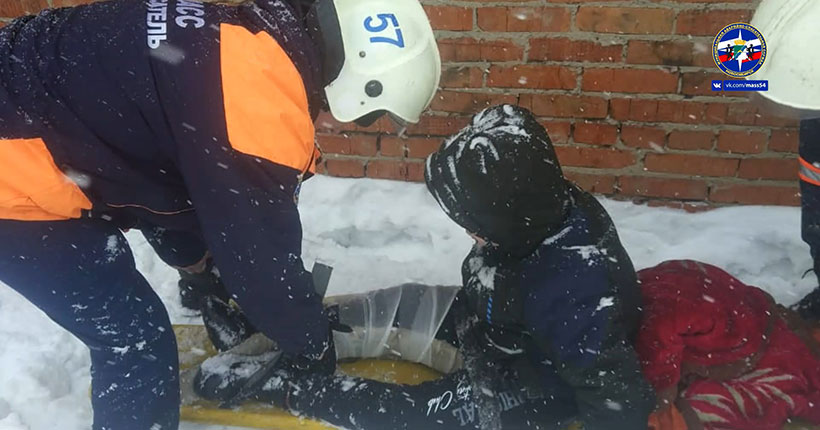 Ребёнок прыгал по гаражам и сломал ногу в Новосибирске