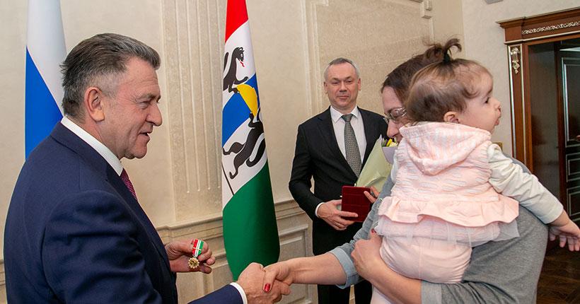 «За материнскую доблесть»: сколько в Новосибирской области многодетных семей