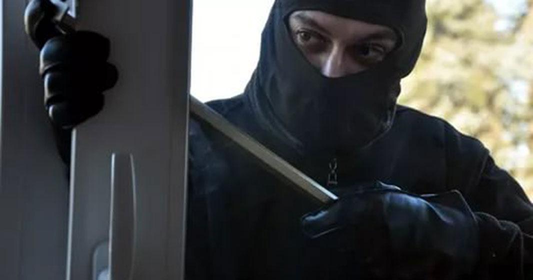 Новосибирец выставил окно ради грабежа: что из этого вышло