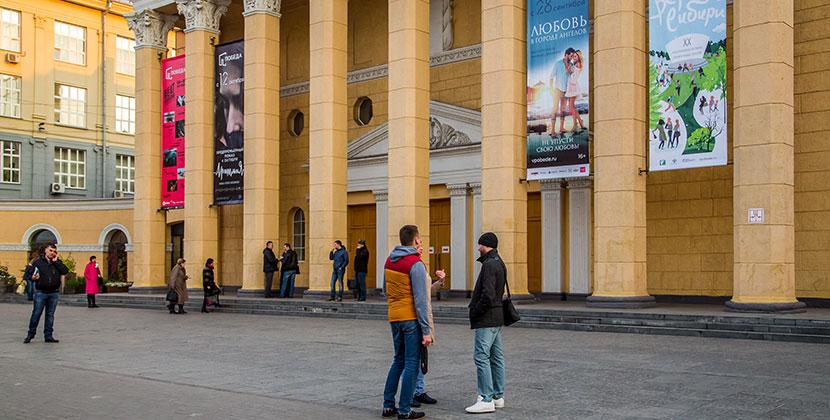 В Новосибирском кинотеатре билеты продают минимум через два кресла