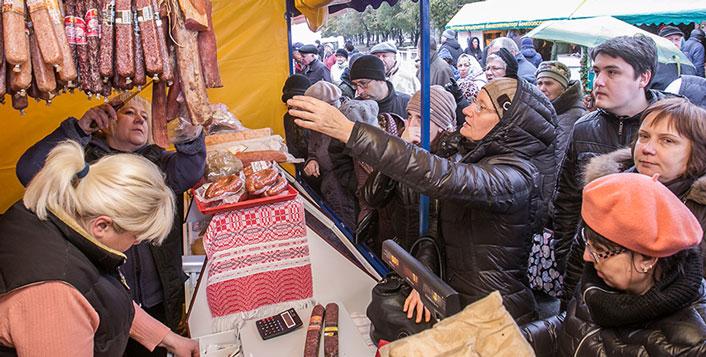 Сколько муки и мяса осталось в Новосибирске: считаем в закромах