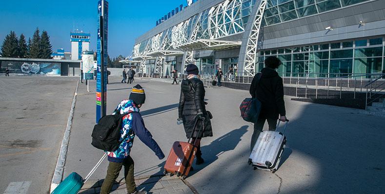 Что делают медики-волонтёры в аэропорту Толмачёво