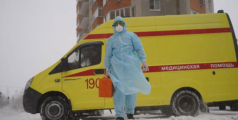 Жительница Новосибирска забила тревогу: её дочь учится с дочерью больной коронавирусом