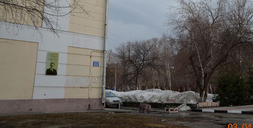 Студенты Новосибирского архитектурно-строительного университета каждый день могут видеть великого архитектора
