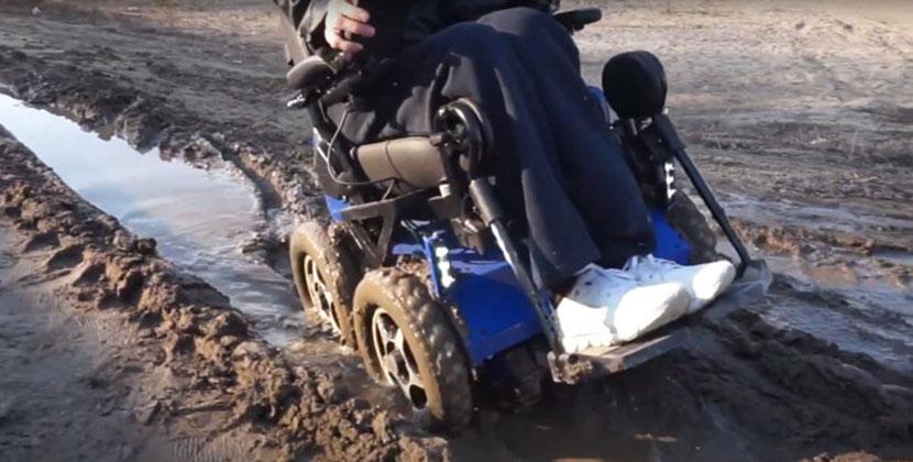 Первая в мире коляска-ступенькоход с полным приводом прошла испытания в Новосибирске