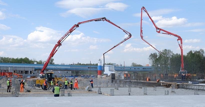 На строительстве Ледового дворца завершается укладка монолитной фундаментной плиты