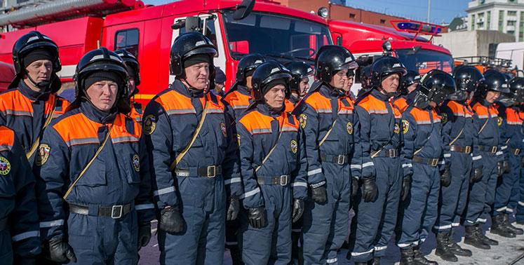 Новосибирские спасатели поздравят ветеранов с помощью мобильного комплекса информирования и оповещения