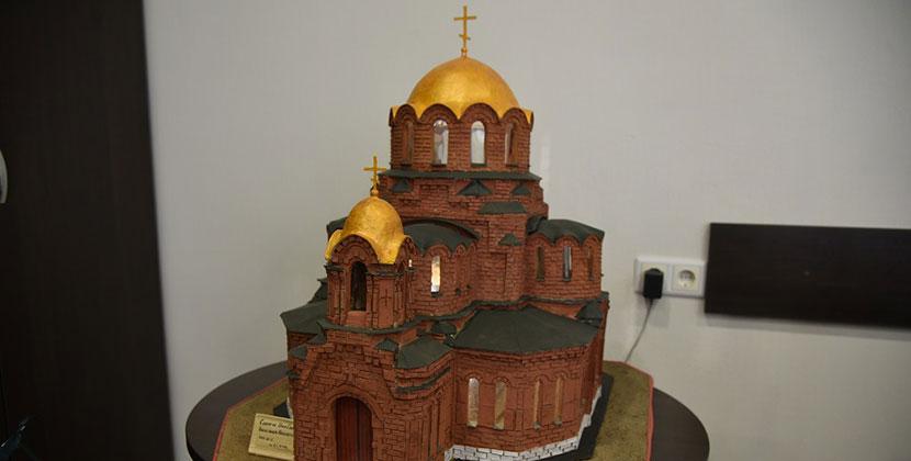 Осуждённые Новосибирской области создали копии православных храмов
