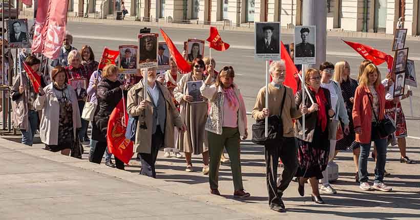 Новосибирцы массово нарушили режим самоизоляции в День Победы