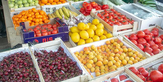 В Новосибирск привезли сотни тонн черешни, абрикосов и клубники