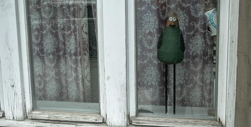 Мэрия Новосибирска напомнила горожанам: подоконник — не место для игр детей