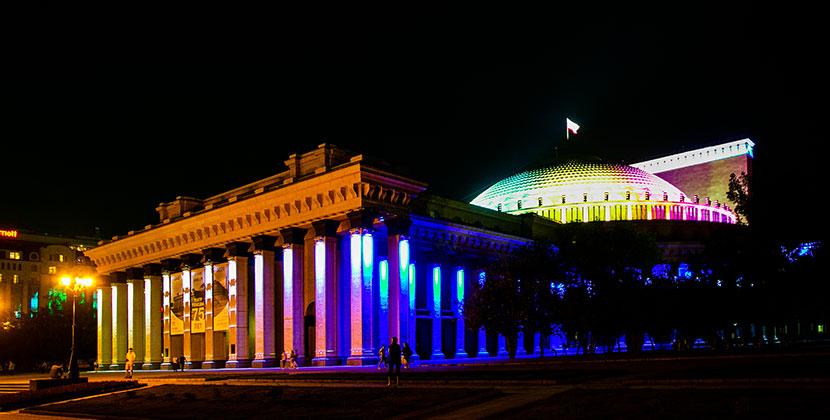В Новосибирском оперном рассказали, что новая подсветка работает в тестовом режиме