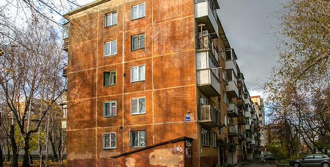 Жительница Новосибирска превратила свою двухкомнатную квартиру в свалку