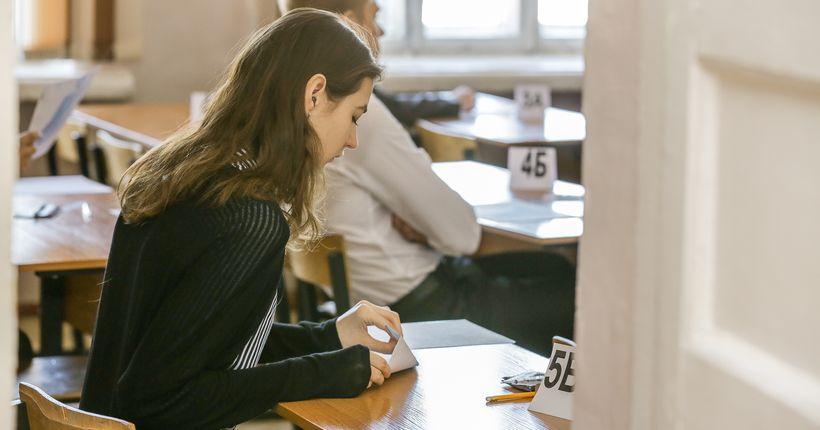 Новосибирские выпускники стали чаще выбирать экзамены по естественным наукам и иностранным языкам