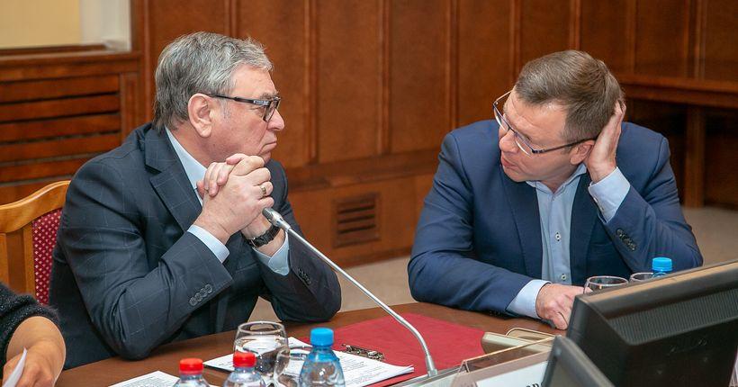 Депутаты строительного комитета заксобрания раскритиковали минстрой за выполнение госпрограмм
